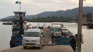 Ko Lanta - van coming out of the barge between the mainland and Ko Lanta (first of the 2 crossins)