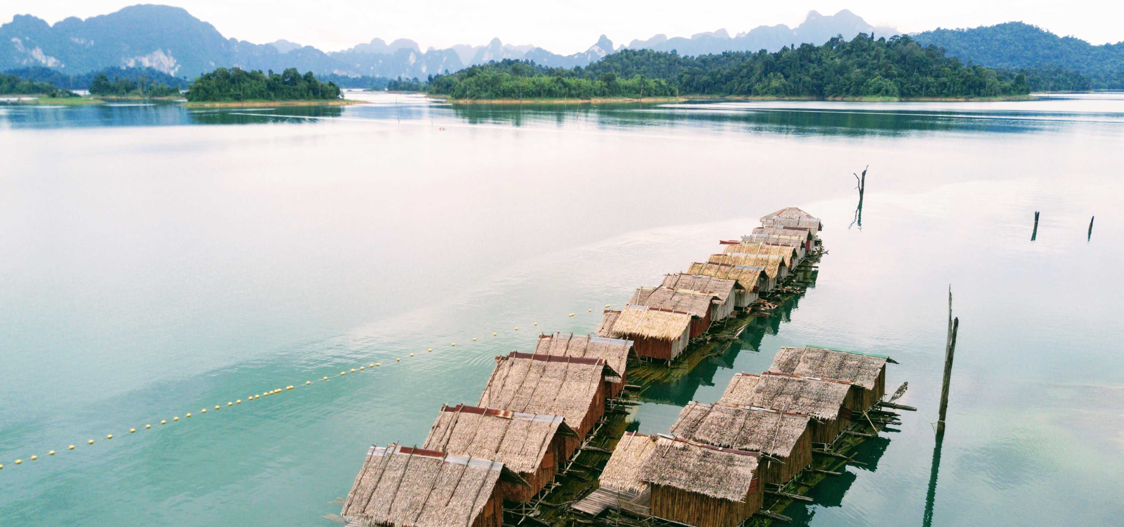 Khao Sok - Basic floating huts on the lake